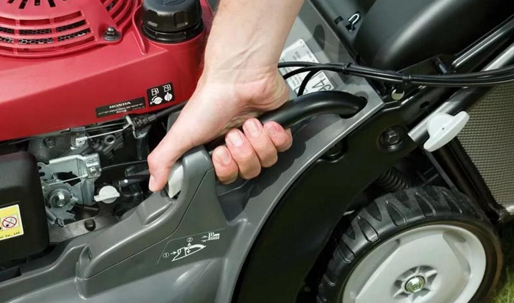Бензиновая газонокосилка не заводится или сразу глохнет